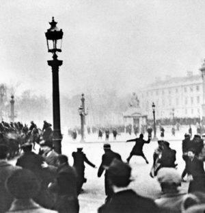 Peut-on faire une théorie des révolutions françaises?